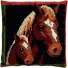 kruissteekkussen paard met veulen