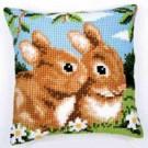 kruissteekkussen konijnen in lentesfeer