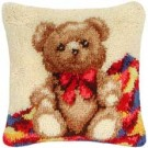 knoopkussen teddybeer op patchworkdeken