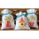 borduurpakket kruidenzakje (3 st.) gieter, vogelhuisje en bloemen